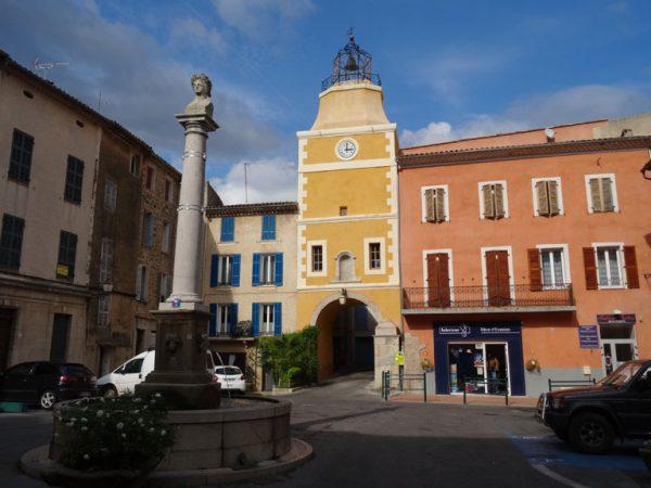 Place de l'horloge Carcès